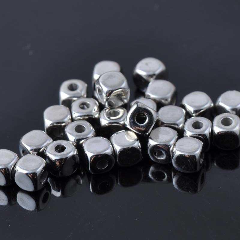 40 Perles Cube Acrylique 4mm Argenté