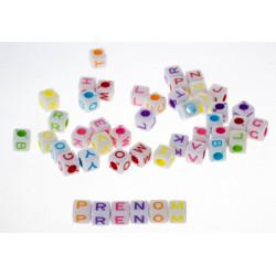 100 Perles Alphabet Blanche Ecriture Mixte Cube 6mm Lettre Aléatoire MC0106110