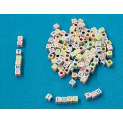 200 Perles Alphabet Blanche Ecriture Mixte Cube 6mm Lettre Aléatoire MC0106111