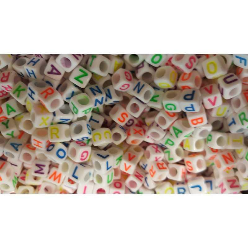 200 Perles Alphabet Blanche Ecriture Mixte Fluo Cube 6mm Lettre Aléatoire