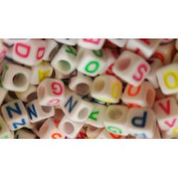 200 Perles Alphabet Blanche Ecriture Mixte Fluo Cube 6mm Lettre Aléatoire MC0106114